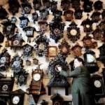Barbatul care regleaza ora la 600 de ceasuri